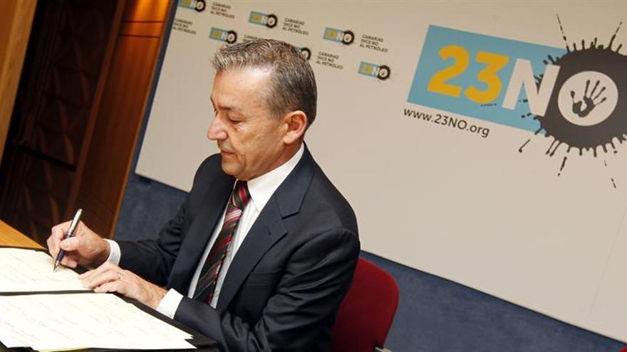 Paulino Rivero, en el acto institucional contra las prospecciones. (EFE / ELVIRA URQUIJO)