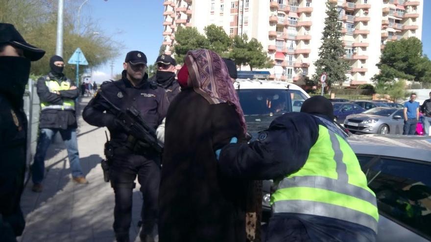 Los policías piden la pistola eléctrica para enfrentarse a amenazas como la del detenido en Melilla con un cuchillo