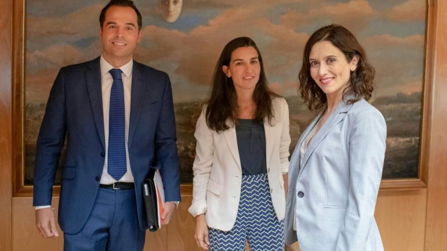 Ignacio Aguado, Rocío Monasterio e Isabel Díaz Ayuso tras su reunión a tres en Madrid.