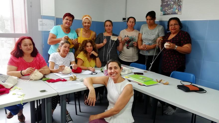 El taller de tejedoras de Las Tres Mil Viviendas auspiciado por la Fundación Don Bosco /Foto: A.C.