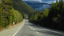 La Ruta 40 argentina se adentra en los bosques andinos camino de Bariloche. Andrei