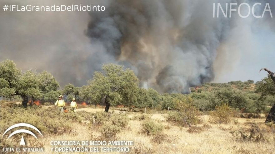 El Infoca da por controlado el incendio de La Granada de Riotinto que provocó más de 500 desalojos