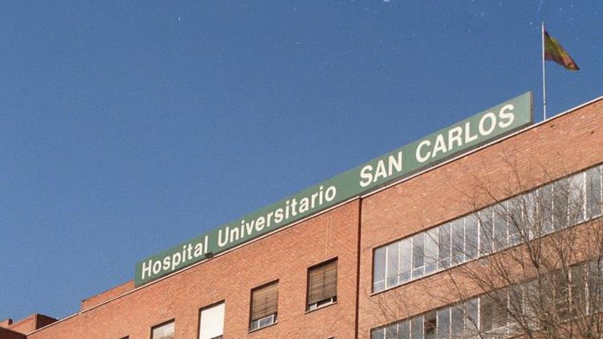 """Fachada del hospital universitario """"San Carlos"""" ubicado en la plaza de Cristo Rey, en la ciudad de Madrid."""