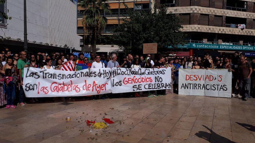 Algunos de los participantes en la manifestación del 12 de Octubre en Valencia