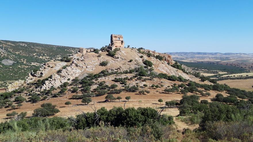 """Salvatierra, """"senderismo cultural"""" por las entrañas de la fortaleza que se disputaron cristianos y musulmanes hace ocho siglos"""
