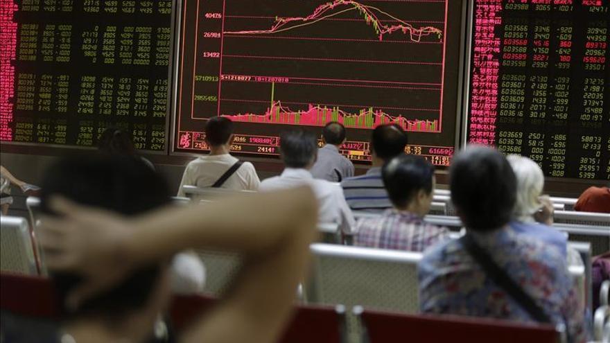 La bolsa de Shanghái vuelve a caer en la apertura
