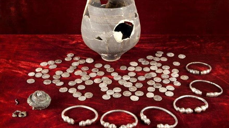 Un grupo de arqueólogos encuentra una vasija romana repleta de monedas cerca de La Haya
