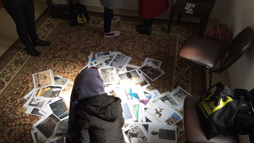 Momento de los talleres de vídeo de Laura Doggett en el campo de refugiados de Za'atari. | Imagen cedida a eldiario.es..
