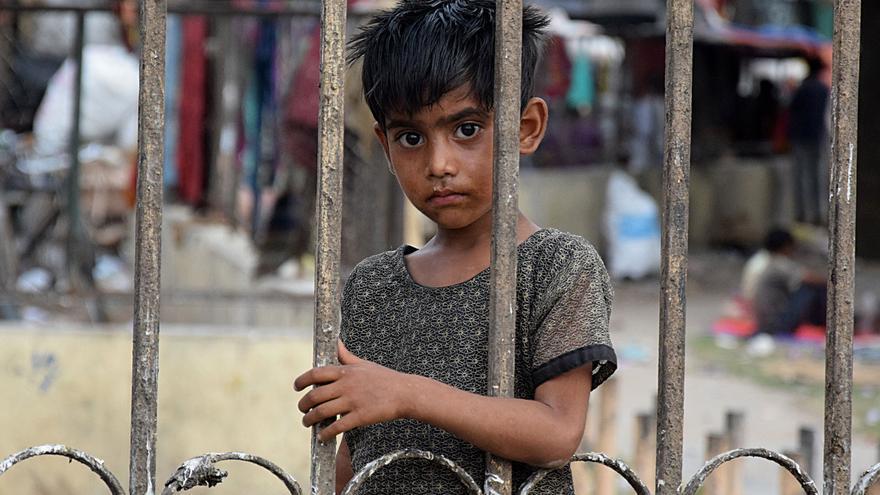 Un pequeño, fotografiado en la India