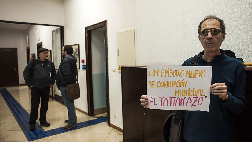 Protesta contra la concejala Tatiana Yáñez en Santander. |