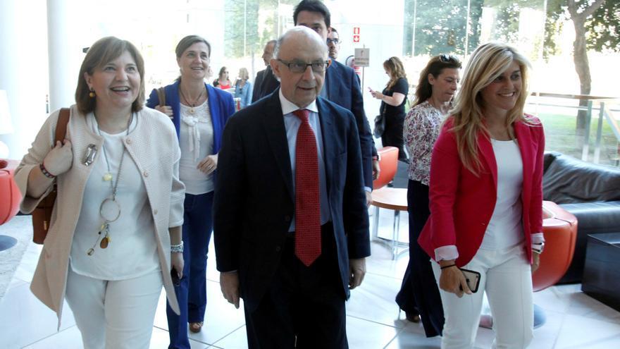 Isabel Bonig, Cristóbal Montoro y Eva Ortiz, en Valencia.