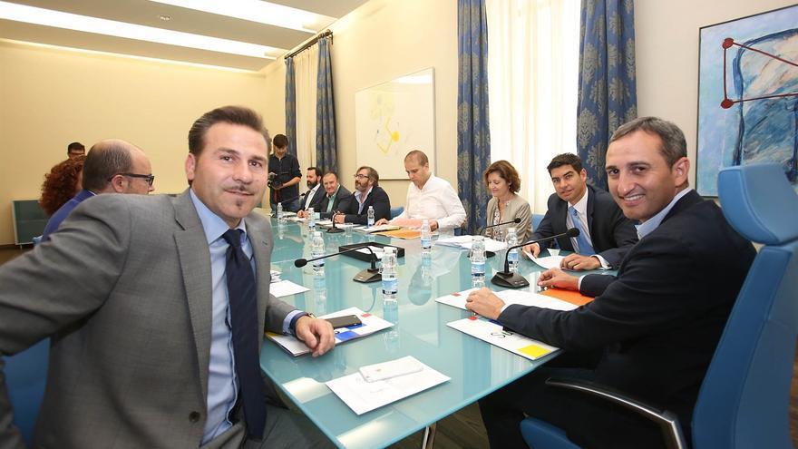 Alejandro Morant junto al presidente de la Diputación, el popular César Sánchez