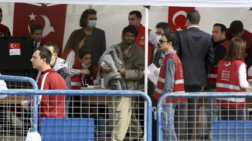 La CE cree que Turquía sigue siendo segura para los refugiados pero vigila