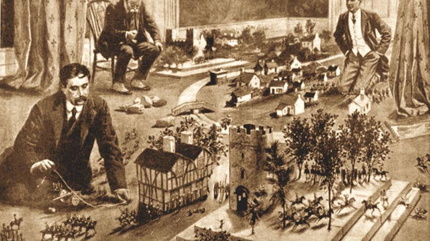 El escritor H. G. Wells practicando uno de los juegos de guerra más antiguos que se conocen, Little Wars, de su invención.