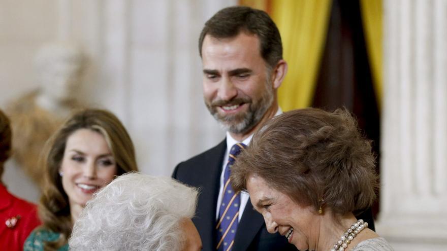 El rey Felipe y la reina emérita Sofía saludan a la infanta Pilar de Borbón