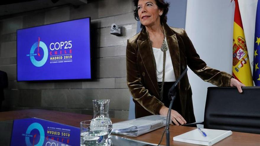 La ministra portavoz en funciones, Isabel Celaá, al inicio de la rueda de prensa posterior a la reunión del Consejo de Ministros en La Moncloa.