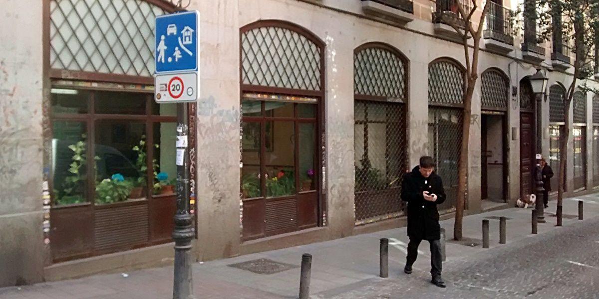 Entrada a la residencia de El Refugio | SOMOS MALASAÑA