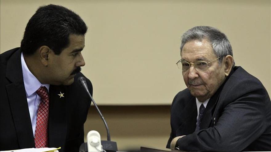 Raúl Castro y Nicolás Maduro presiden marcha del Primero de Mayo en