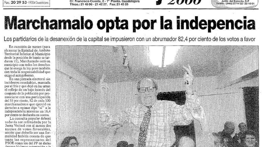 Fernando Olalla celebra el 'si' a la independencia de Marchamalo, en noviembre de 1996 FOTO: Guadalajara 2000