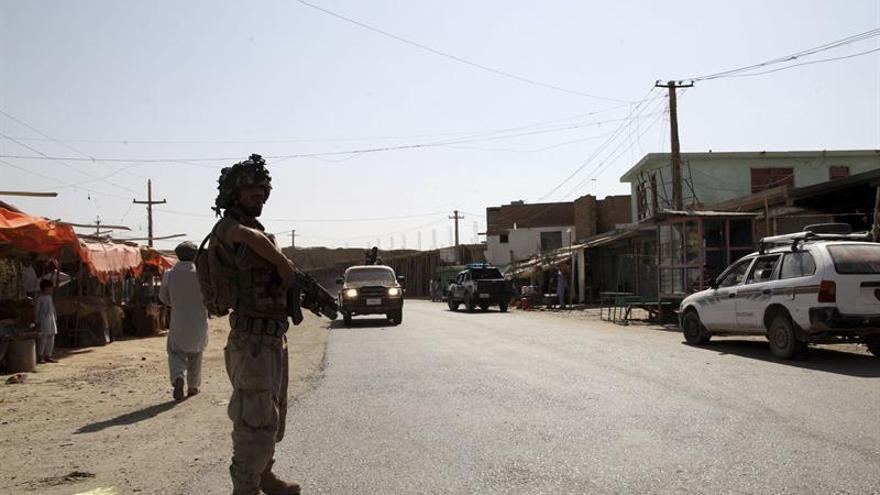 Los talibanes matan a 13 viajeros y secuestran a otros 200 en Afganistán