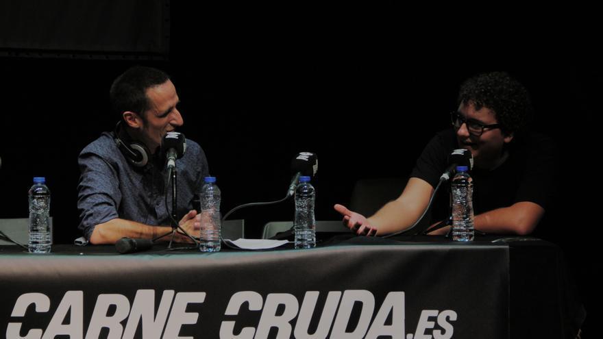 Facu Diaz y Javier frontal Carne Cruda en el Teatro del Barrio