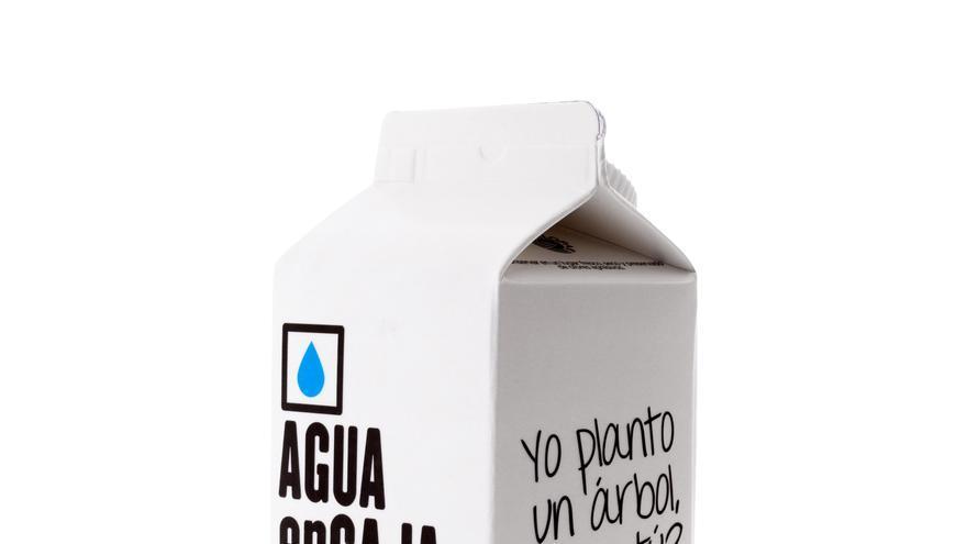 Brik de agua de la compañía Agua en caja