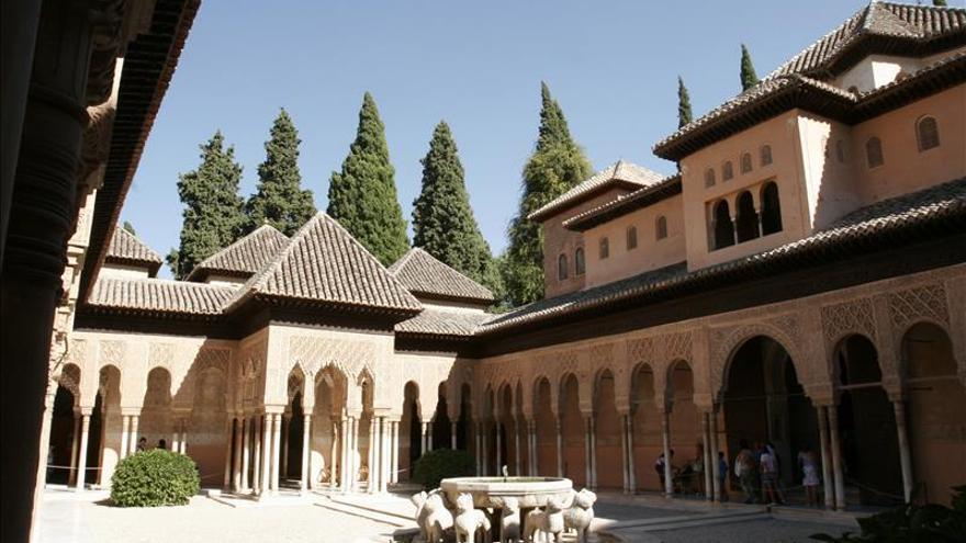 Fiscal investiga irregularidades en la adjudicación de las audioguías de la Alhambra