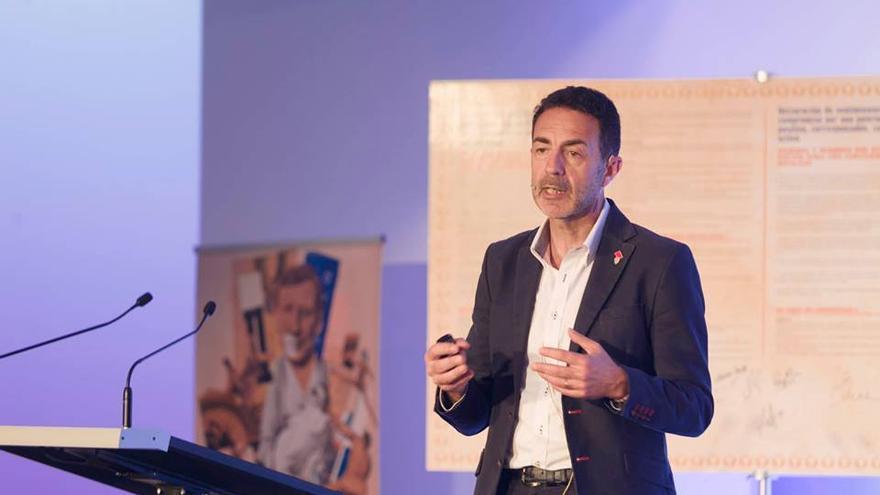 Miguel Lorente durante su conferencia en Vitoria.