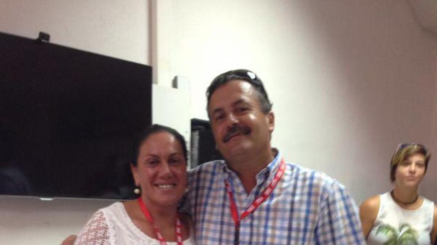 María Dolores Padilla y Vicente Rodríguez, este sábado, tras ser elegidos para representar al PSOE de La Palma en el congreso federal.