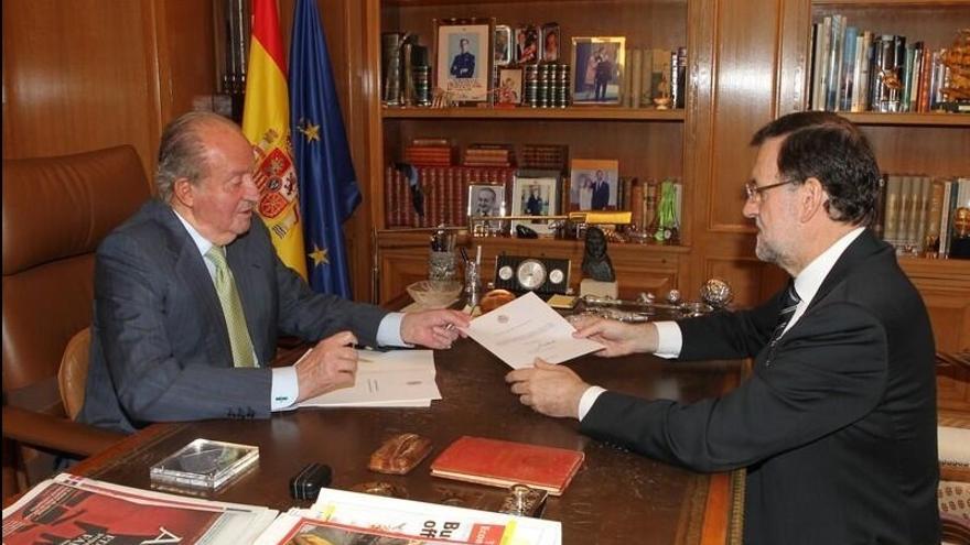 Rajoy dice que la monarquía tiene apoyo mayoritario y que quien no la quiera debe plantear una reforma constitucional.