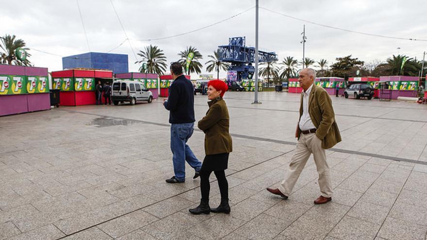 Isabel García Bolta visitando la zona de los chiringuitos en el Carnaval de 2014. FOTO: Flickr de @lpapromocion