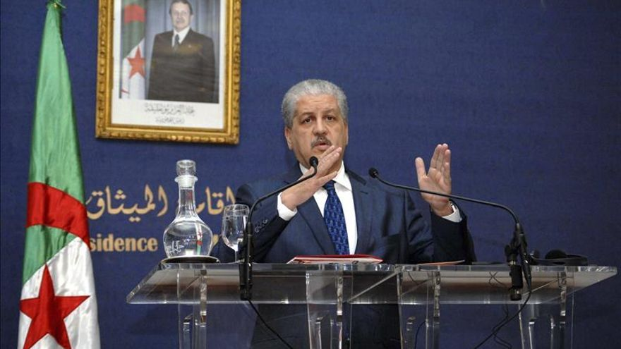 El jefe del gobierno libio reconocido supervisa proceso de paz en Argel