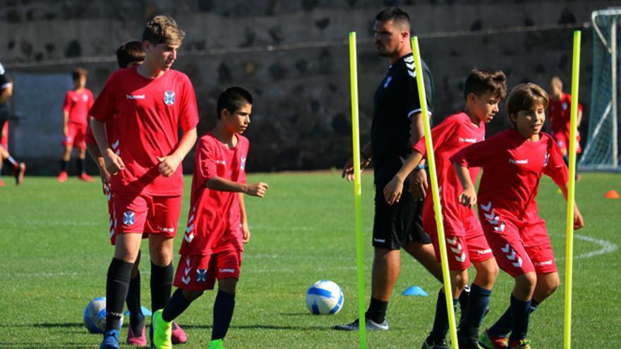El Infantil Fundación del CD Tenerife durante un entrenamiento en la Ciudad Deportiva.