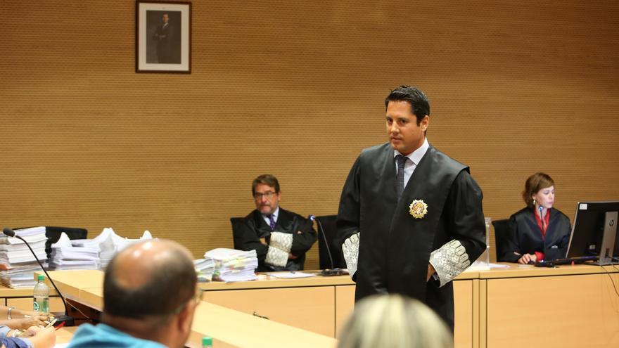 El fiscal de Medio Ambiente de Las Palmas, Javier Ródenas, durante la primera sesión del juicio contra Juan Antonio Navarro, autor del incendio de 2007