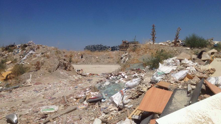 La escombrera 'olímpica' de La Gavia con las viviendas al fondo / I. Blanchart