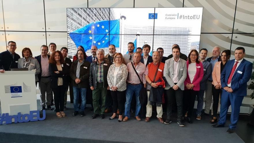 La presidenta y los vicepresidentes con representantes europeos / dip-caceres.es