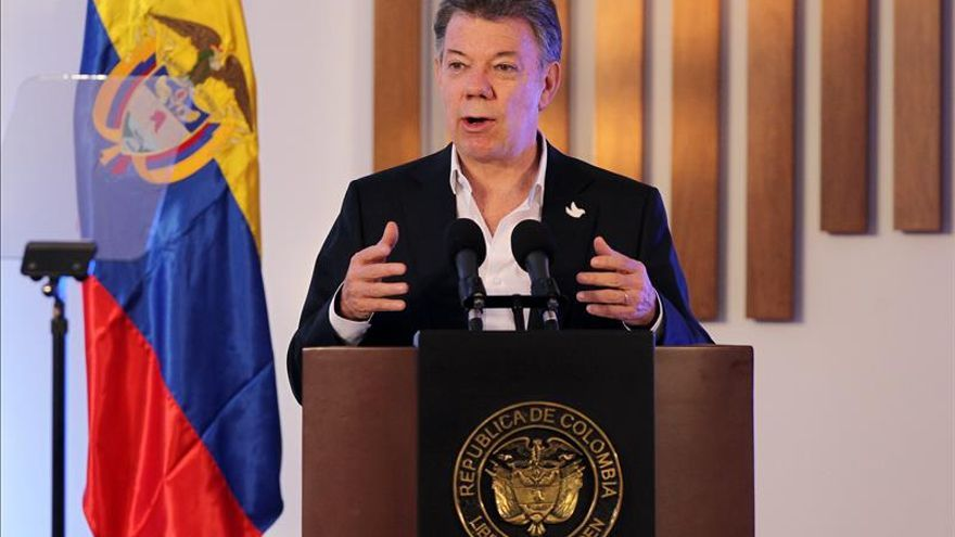 """Santos afirma defender la libertad de prensa en Colombia a """"capa y espada"""""""