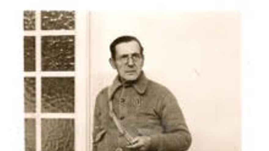 Narcís Lloveras, amb l'uniforme de la Comissaria de Premsa de la Columna Macià Companys