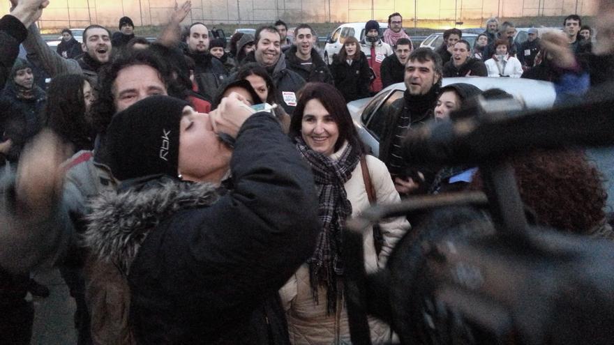 Alfon, a su salida de la cárcel de Soto del Real. / @fanetin