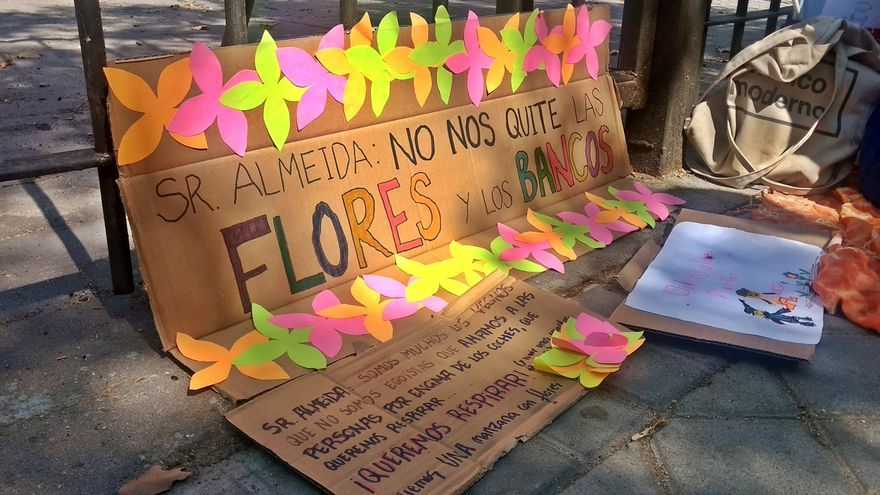 Carteles colocados por un grupo de niñas en la zona de Despacio Galileo   SOMOS CHAMBERÍ