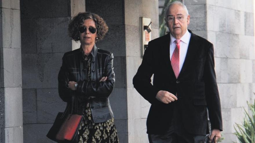 sabel Déniz, ex alcaldesa de Arrecife, y Felipe Fernández Camero, imputados en Unión / Foto: De la Cruz.