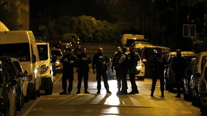 Toman como rehenes a una familia en Roubaix tras disparar a la policía