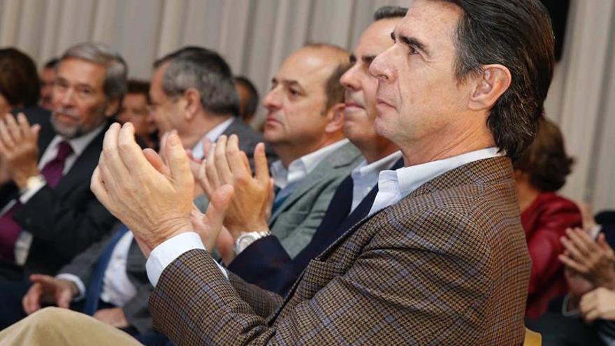 El ex presidente del PP de Canarias José Manuel Soria ha reaparecido hoy en un acto de los populares canarios de homenaje a los afiliados más veteranos de la isla celebrado en la capital grancanaria. EFE/Elvira Urquijo A.