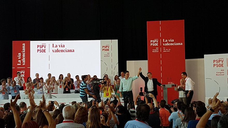 Pedro Sánchez y Ximo Puig en la apertura del XIII Congreso Nacional del PSPV