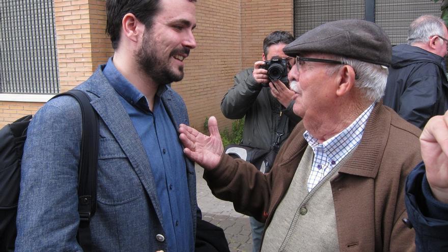"Garzón subraya que IU dirá un ""no rotundo"" a Podemos si pretende absorberlos ante unas elecciones anticipadas"