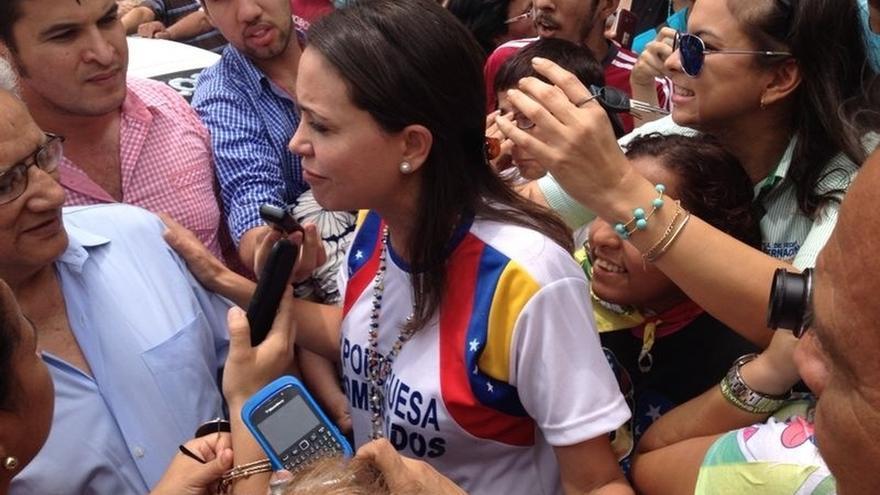 """La opositora venezolana Machado pide a los demócratas del mundo que repudien la """"dictadura"""" de Maduro"""