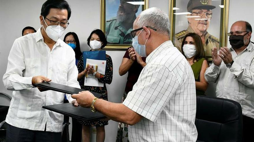 China dona a Cuba 200.000 dólares y material de salud para tratar la COVID-19