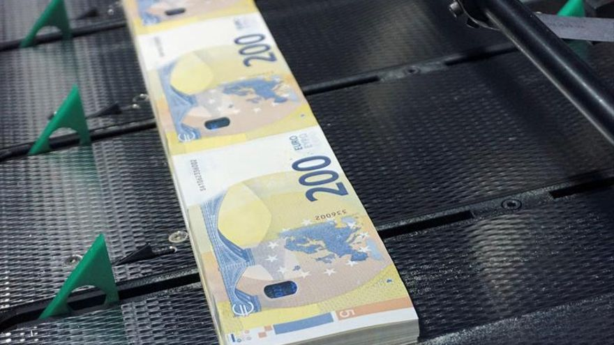 Resultado de imagen de Más prácticos y seguros, así son los nuevos billetes de 100 y 200 euros