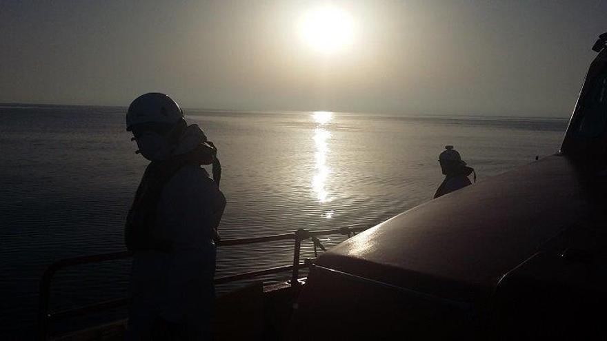 Rescatadas dos pateras, con 34 personas a bordo, que han sido trasladadas a Motril