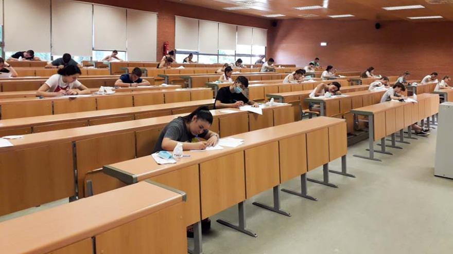 """Comienza """"sin incidentes"""" la EvAU en Castilla-La Mancha y con medidas de seguridad"""